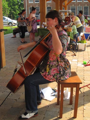 Kaily playing gorgeous cello music at the market
